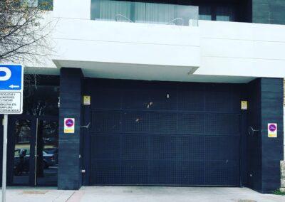 Puerta basculante de garaje